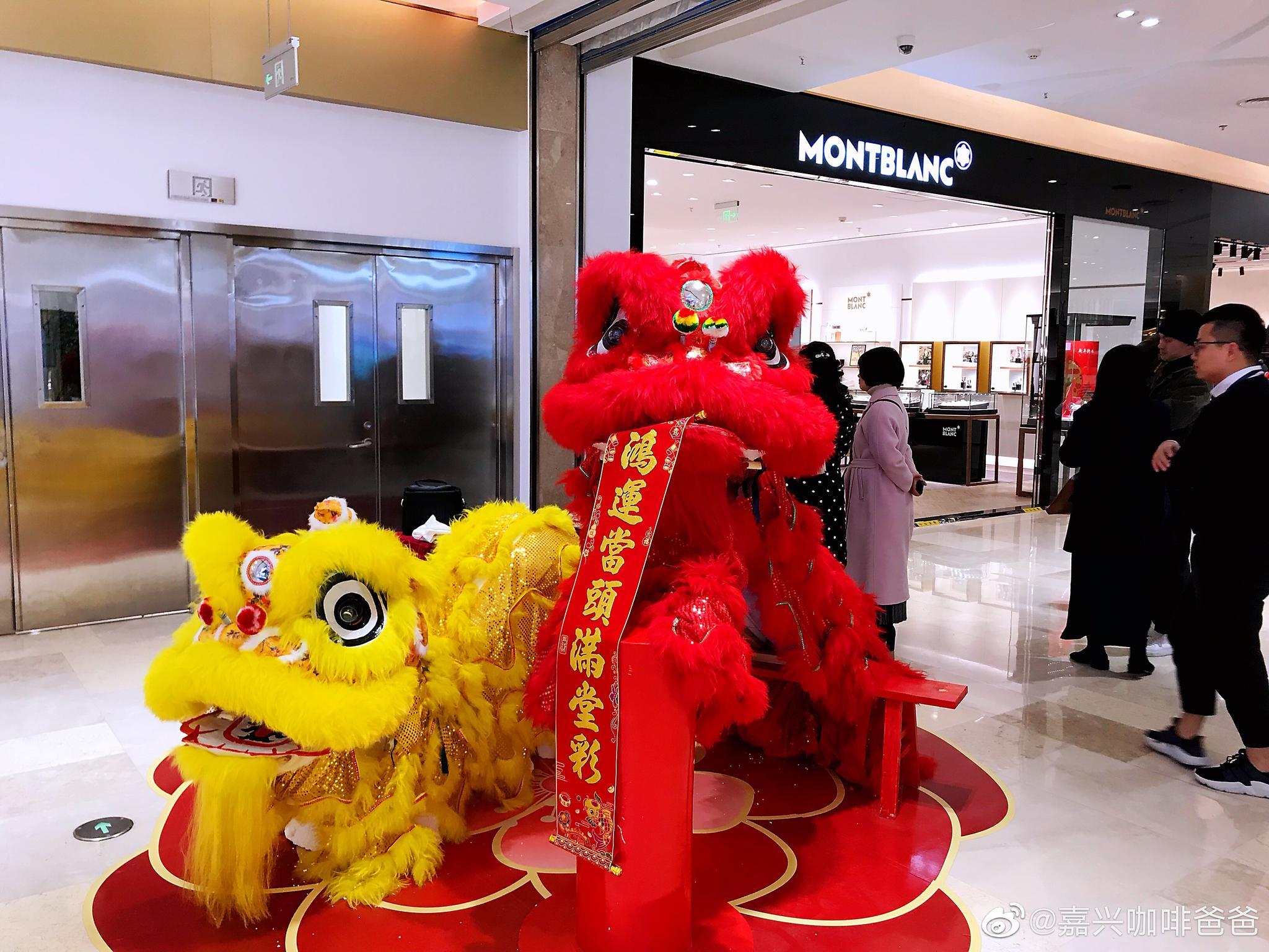 禾城首店,嘉兴八佰伴一楼万宝龙精品店隆重开业。
