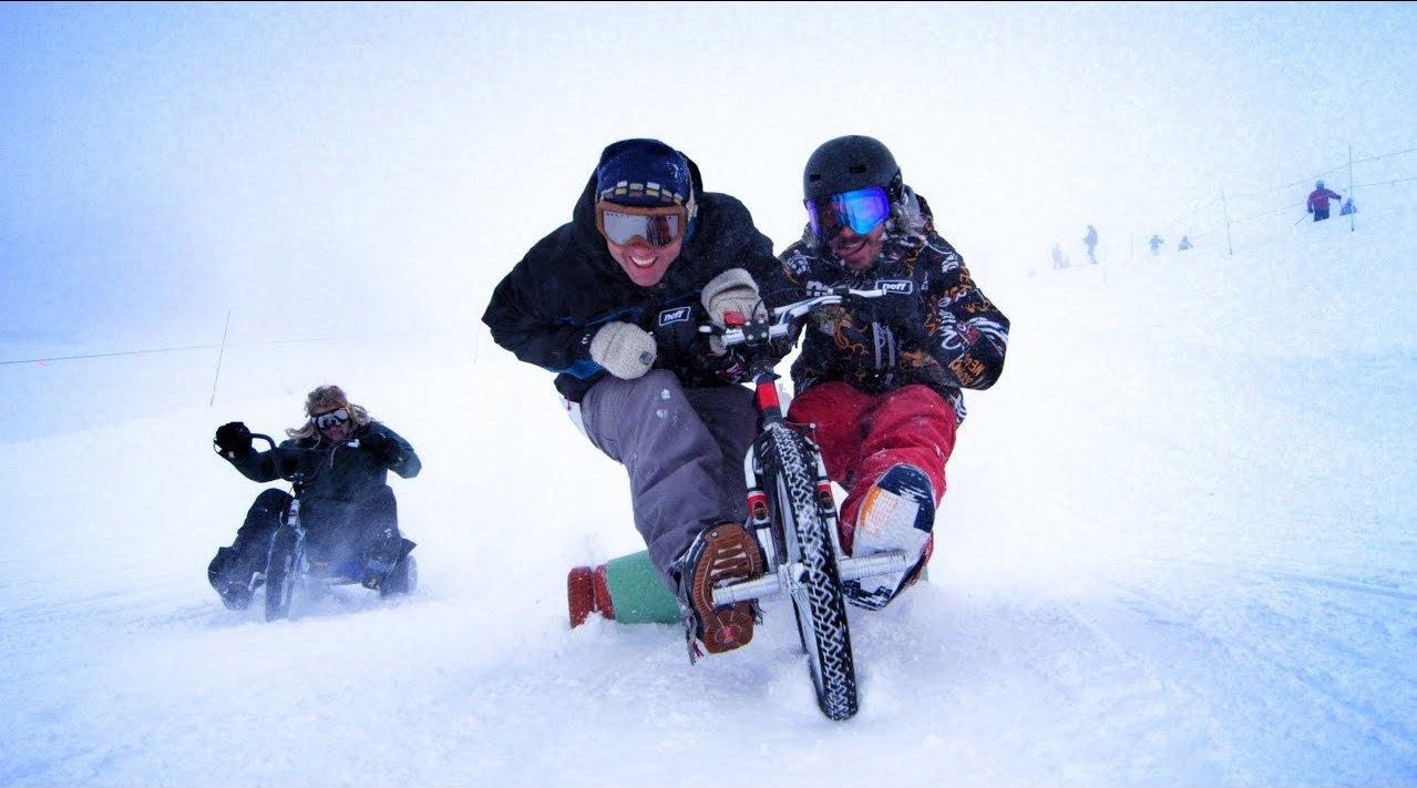 三轮车雪中飘逸冰天雪地找点乐趣