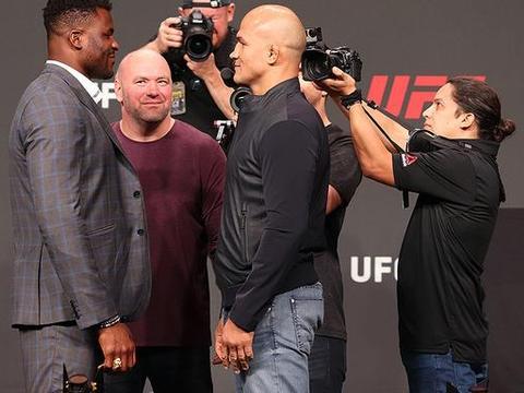 UFC又敲定一场超级大战!两位巨兽终极对轰