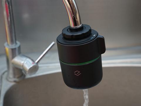 过滤监测齐备套上水龙头就能用,一目智能监测龙头净水器