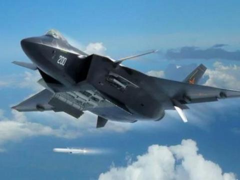 四代机中的鹘鹰战斗机和歼20,谁更有可能上舰?飞翼无人机亮了