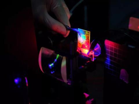 光泵浦技术让强大的量子点激光器,又向前迈进了一步