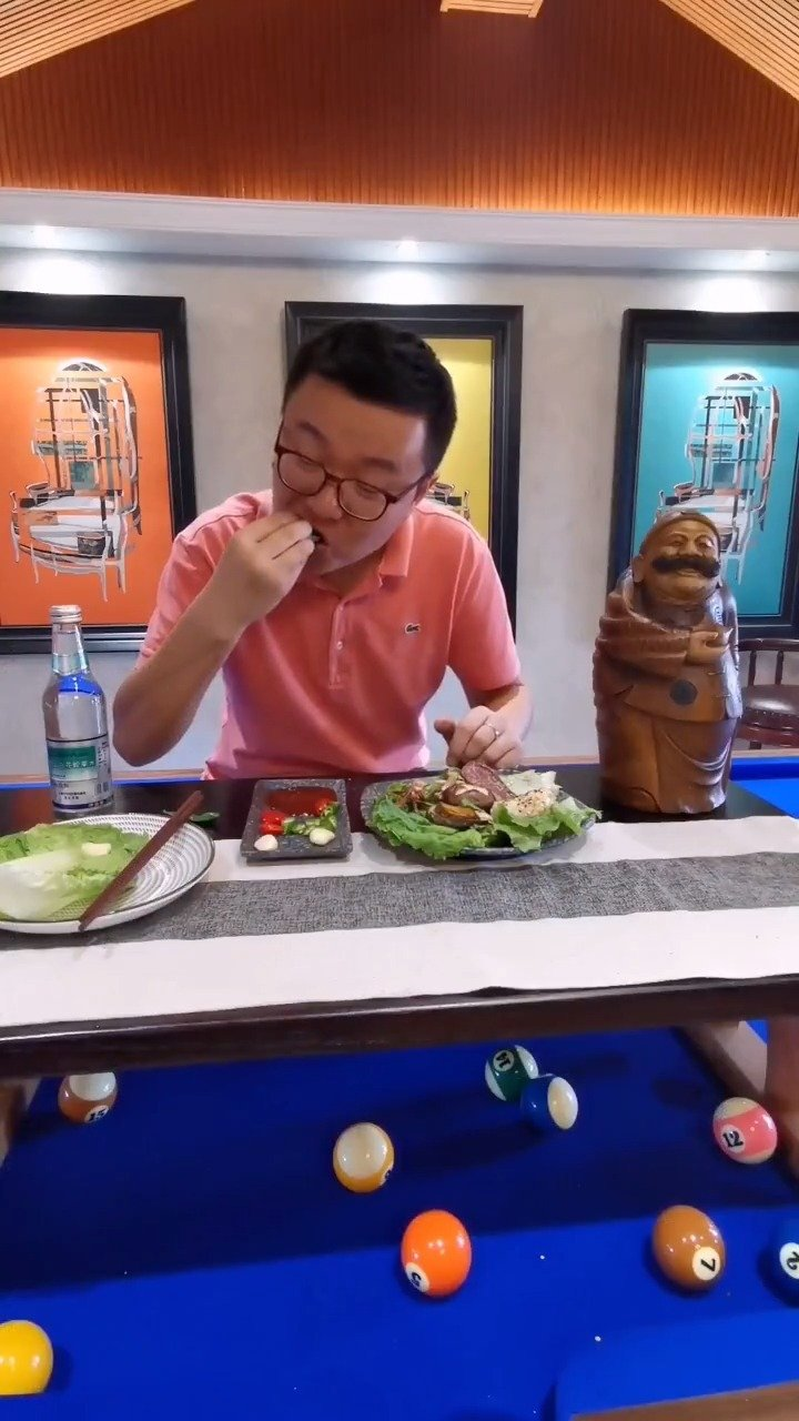 烤牛舌和鸭舌一人食,吃播,稻草小哥