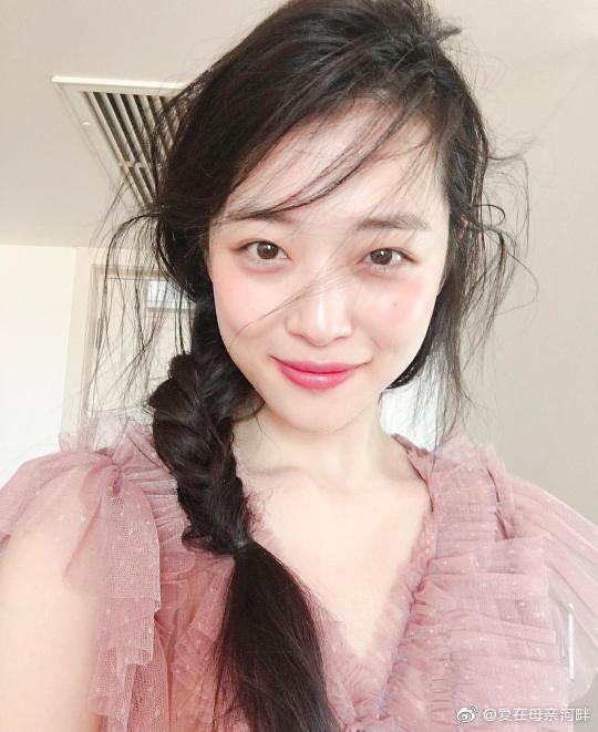 据韩网消息,雪莉确认死亡,今日在京畿道城南市的家里被发现身亡