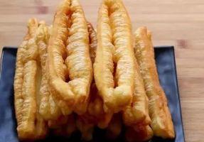 十分钟健康油条早餐:外酥里嫩蓬松酥脆,自己在家就能做!