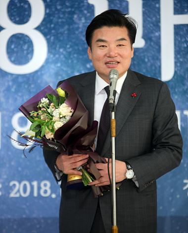 0.69%的微弱优势!申真谞当选韩国年度MVP