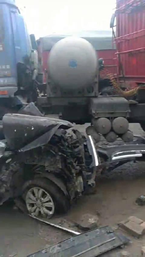 突发: 西安市公安局3名民警执行公务时遇车祸不幸因公殉职