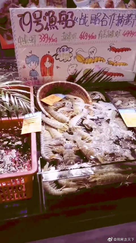 79号渔船海鲜饭店,点鱼直接滑道送到厨房,超大个的皮皮虾