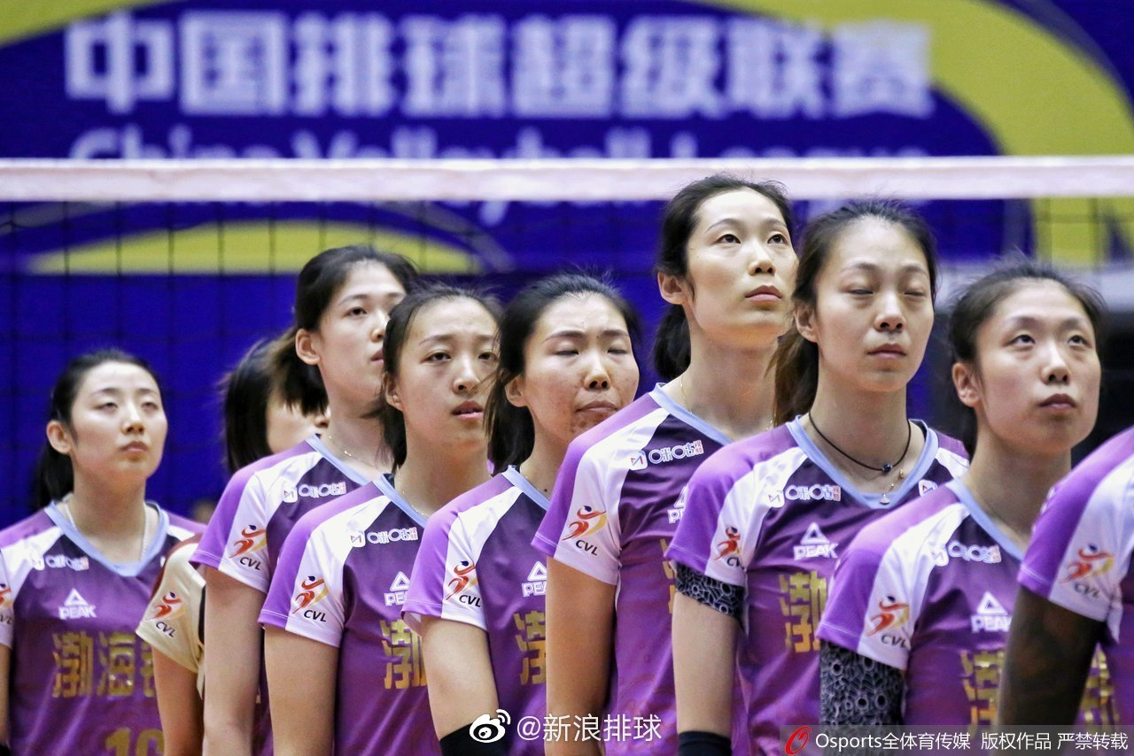 天津的李盈莹21分(31扣20中1拦)、胡克尔13分(31扣11中2拦)、王媛