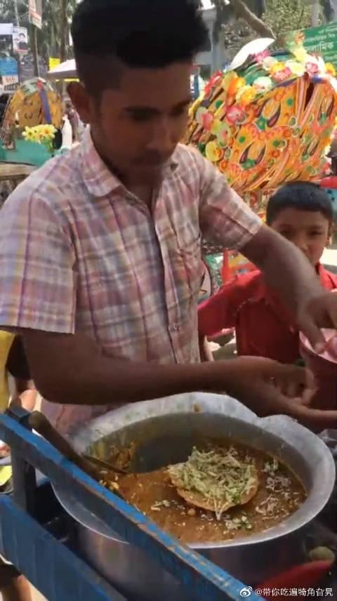 这是孟加拉国当地特色美食,加了好多调料!