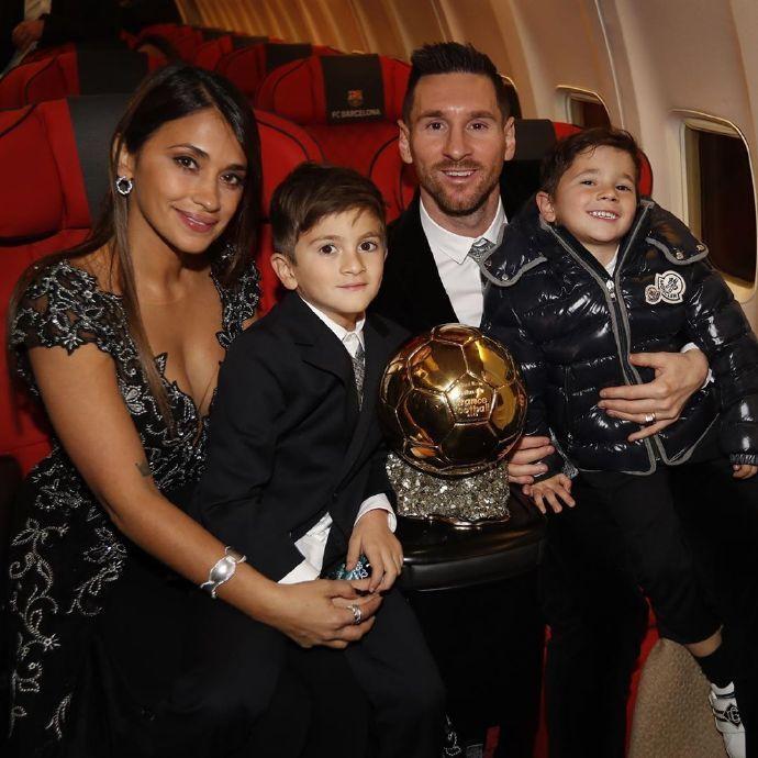 梅西获得第六座金球奖——Superman