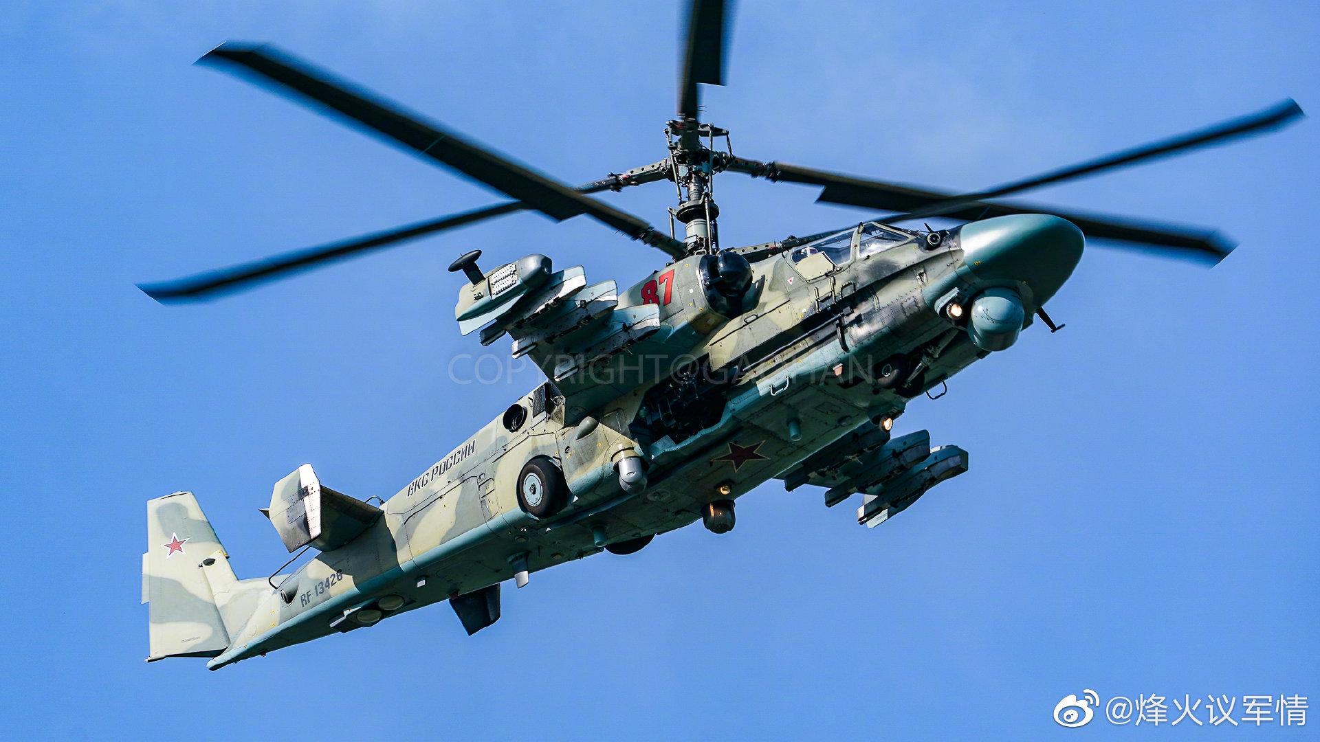 卡-52重型攻击直升机飞行表演