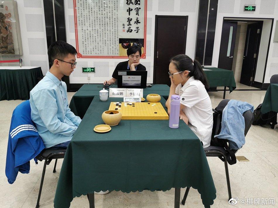 8月30日下午,第1届元十九杯新初段争霸赛8强战在中国棋院打响