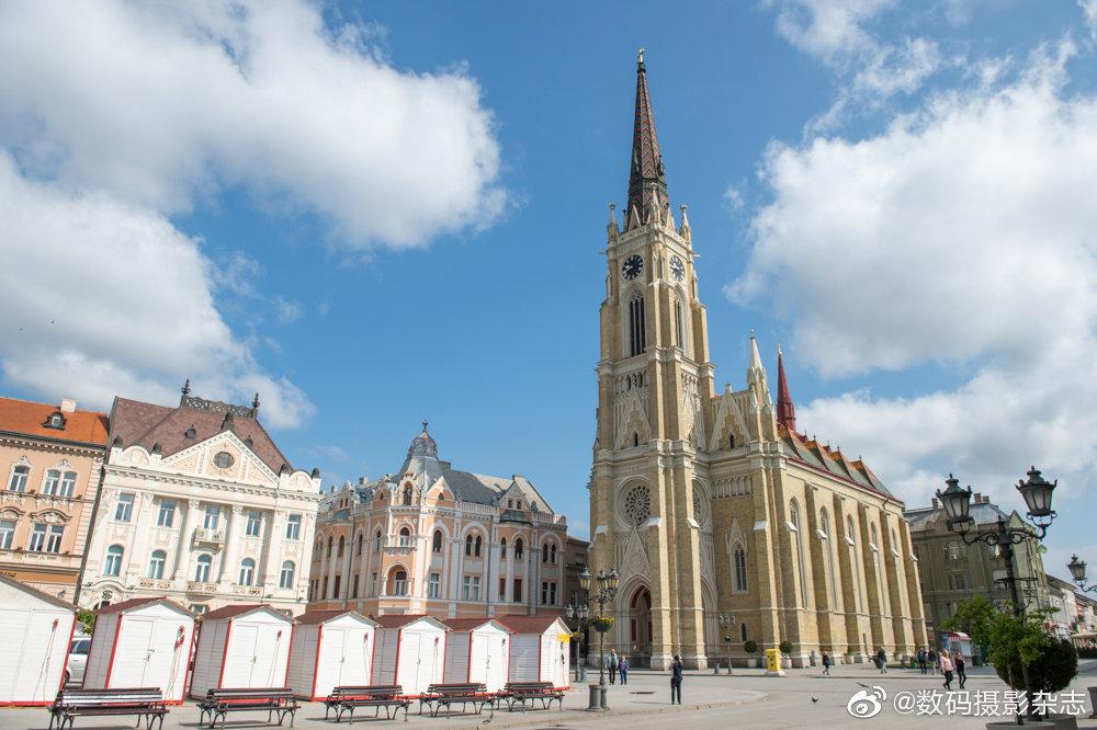 诺维萨德位于贝尔格莱德以北,是塞尔维亚第二大城市