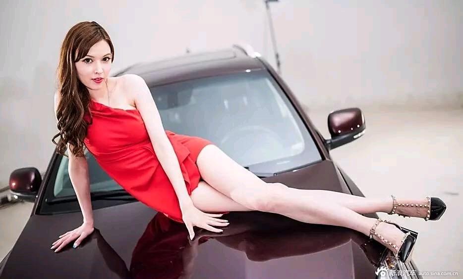 车模版的泷泽萝拉,穿上衣服认不出来了
