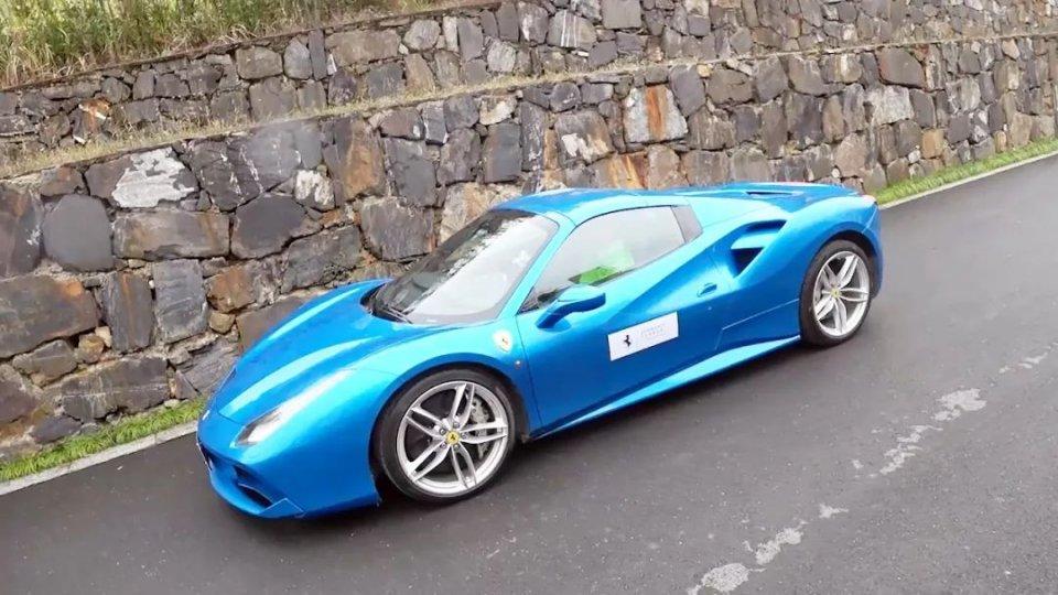 12缸的法拉利GTC4Lusso和8缸的488轮着开是什么感觉?