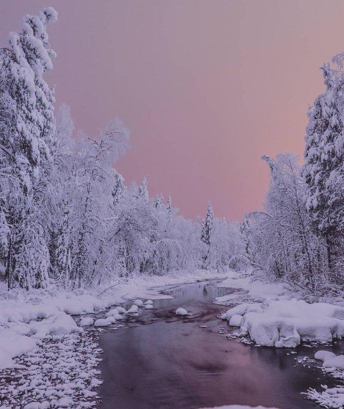 四分之三处于北极圈的拉普兰,冬天天空的颜色温柔而又美丽