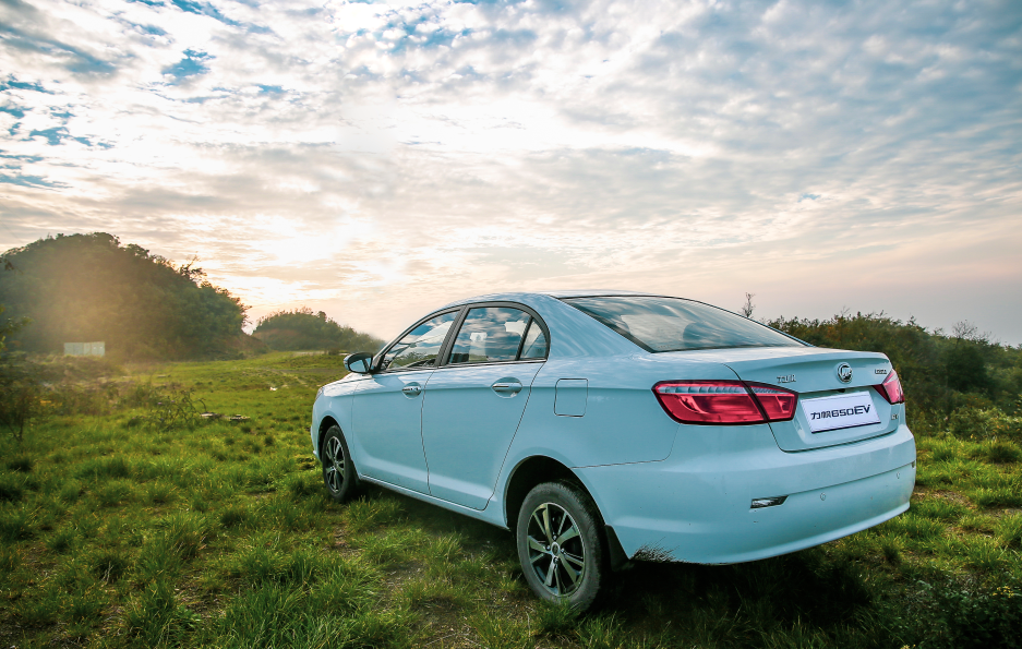 让一辆新能源汽车,带着你去赏春踏绿