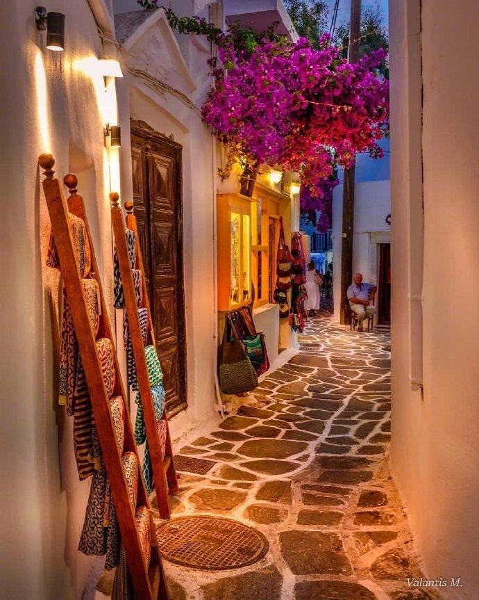 夜晚的希腊小镇