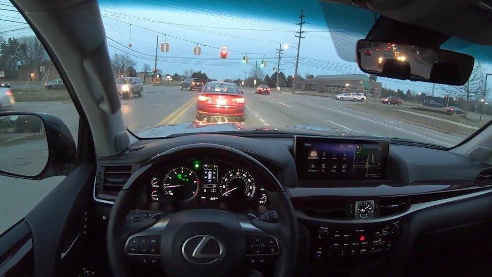 视频:2019雷克萨斯LX 570飙高速,隔音真好!