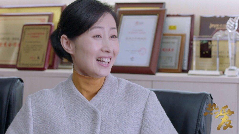 """花花@刘敏涛93 用""""三点""""疯狂推销自己的自传《坎坷人生路》"""