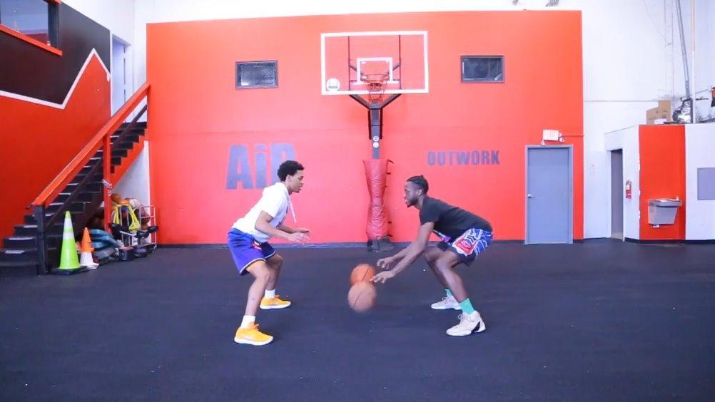 教你4种双人运球的训练干货,既能提升控球能力