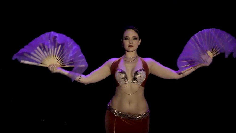 Irina Akulenko带来的一段部落风融合肚皮舞。