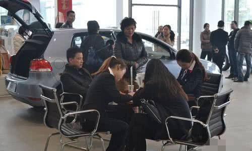 """李开复的一句话道出""""国人买车现状""""?车友:纠结"""