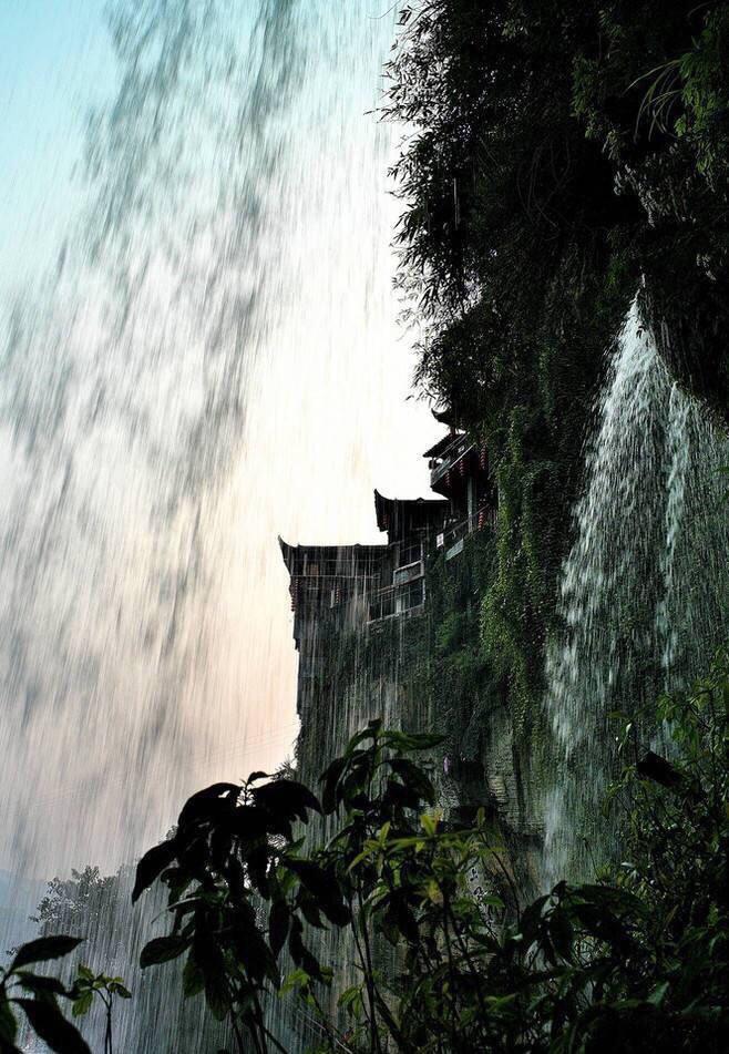 湖南湘西芙蓉镇——挂在瀑布上的千年古镇.