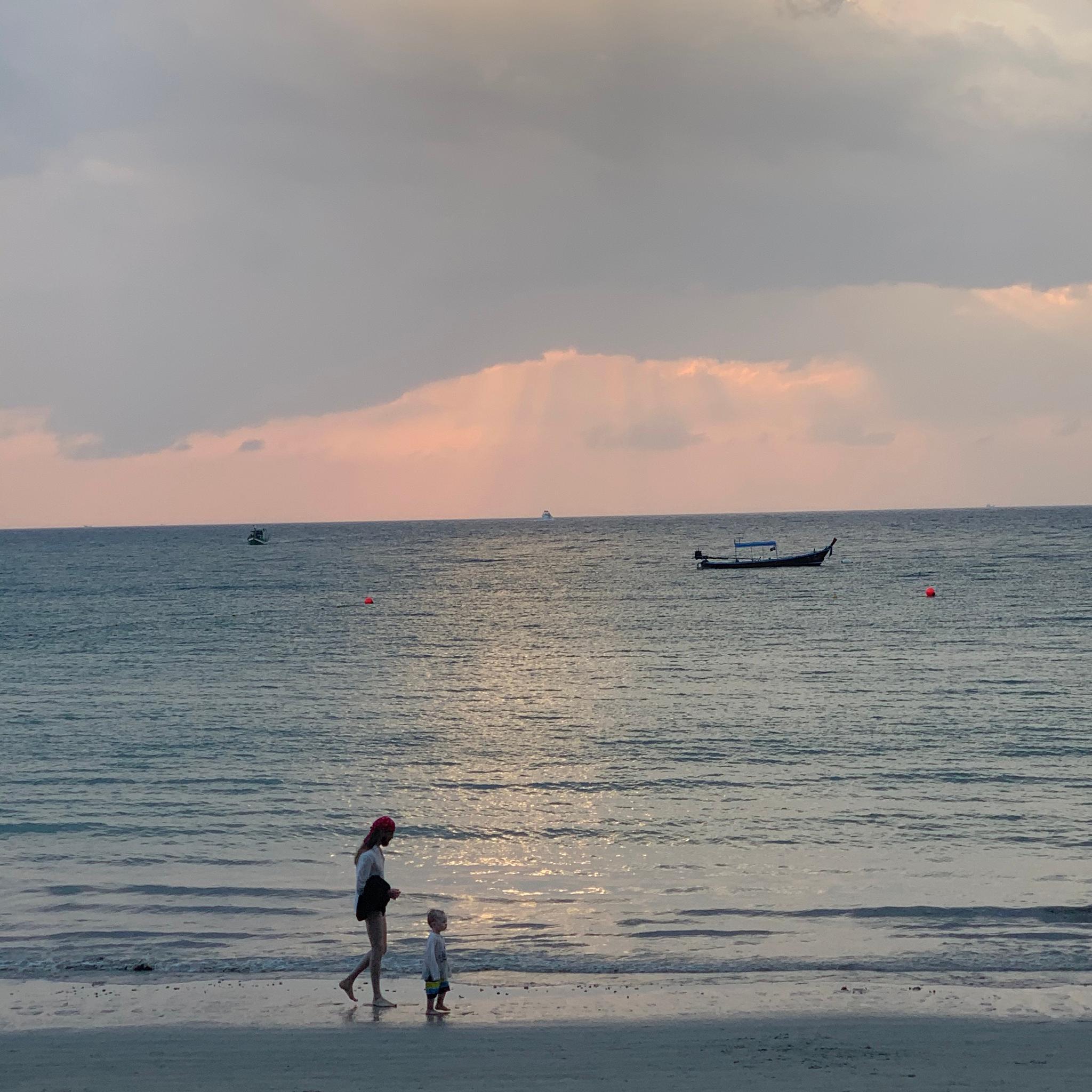 这几天的一些照片 最喜欢的是普吉岛的日落感觉连空气都是粉红色的