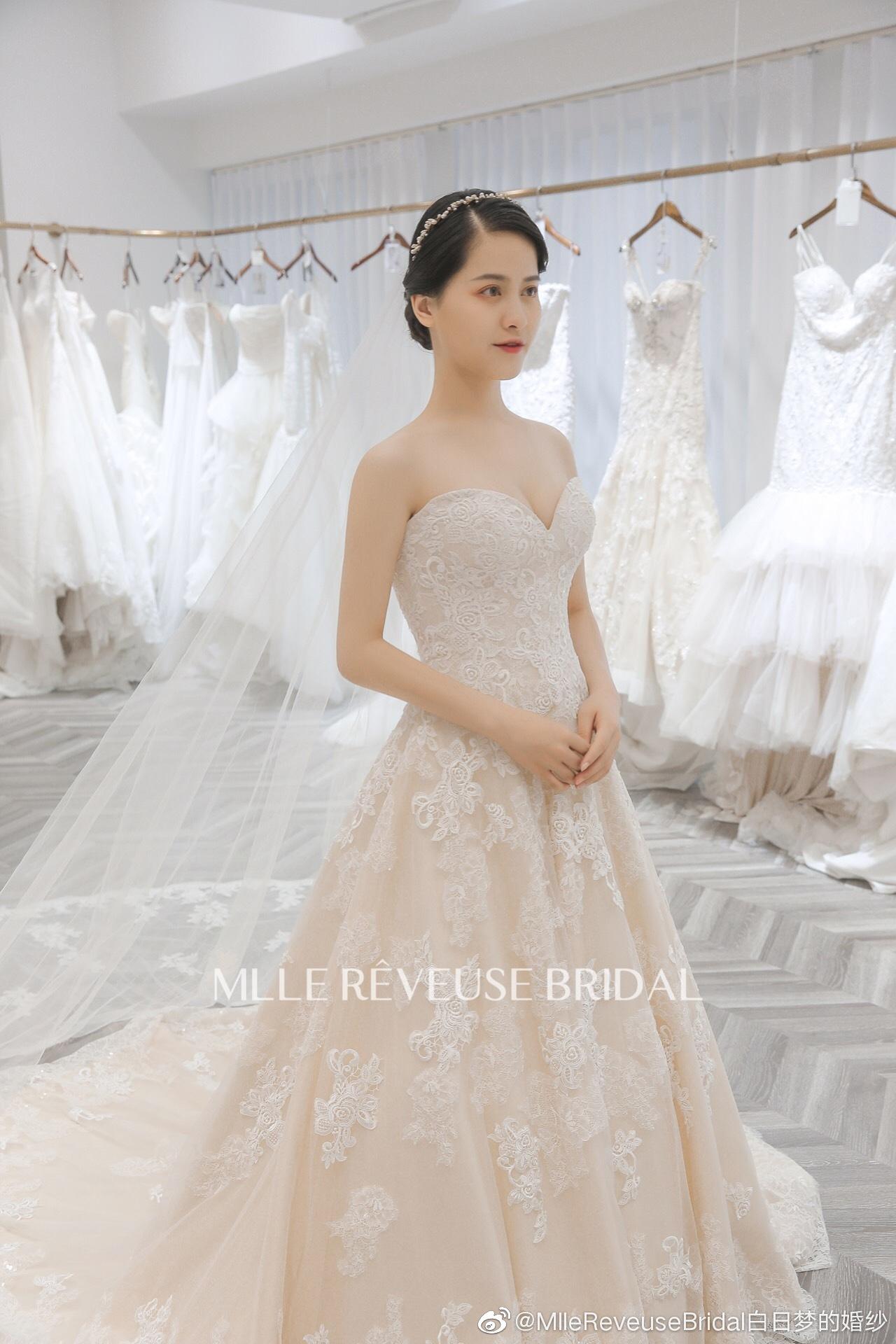 适合黄皮新娘的婚纱款式