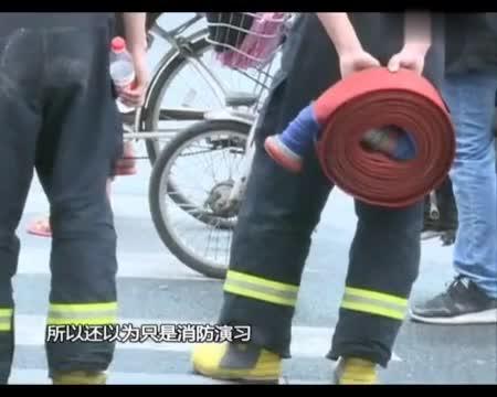 【广州一大厦突发大火 住客被紧急疏散】