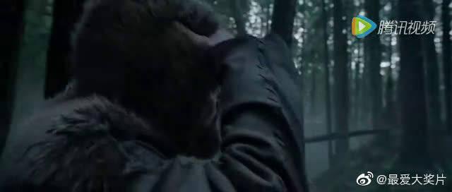 《荒野猎人》片段:人熊大战  小李子饰演野蛮人,场面惊叹