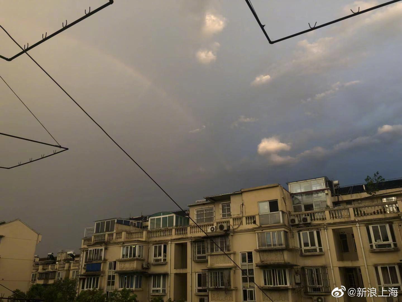 下午,风云突变,一场大雨忽然袭来你受影响了吗?雨后彩虹高挂