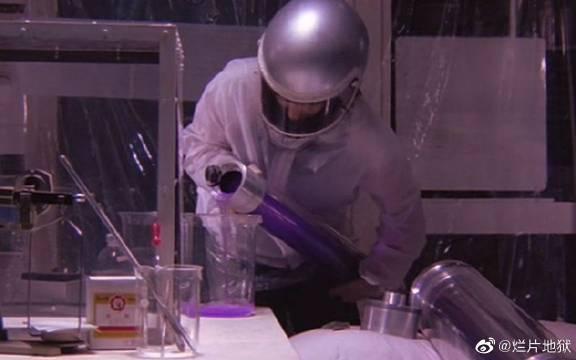 化学老师做原子弹要毁灭日本,却被核辐射后又失去女朋友