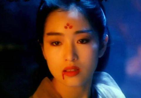"""女明星古装""""受伤""""妆,杨紫让人心疼,杨幂受伤了却很唯美?"""