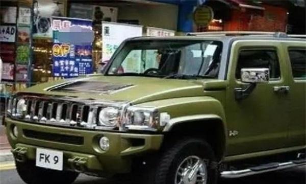 这辆车,是陈小春开了10年都不舍得换掉的车,全香港仅此一辆!