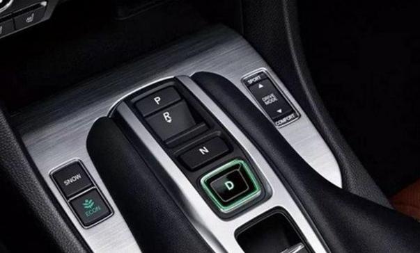 """盘点汽车上,""""反常理""""奇葩的设计,车主们都被""""玩""""坏了!"""