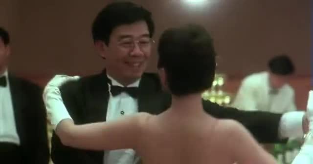 太经典了,张国荣、周润发与钟楚红《纵横四海》三人跳舞片段