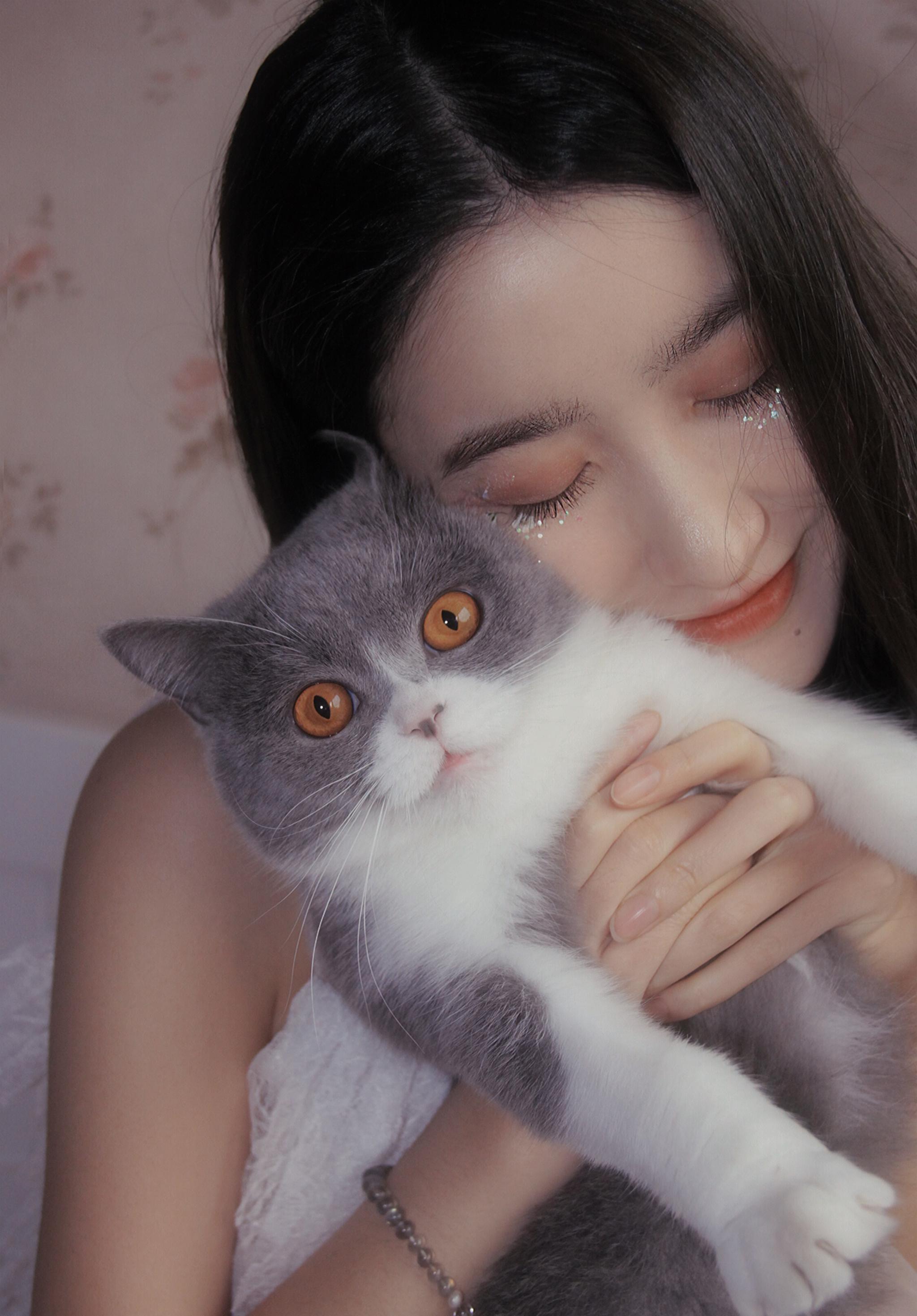 猫崽和毛崽快乐的吸猫者
