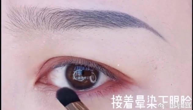肿眼泡烟熏玫瑰眼妆教程!对于化妆的女的一向是敬而远之