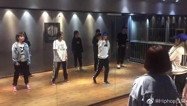 街舞HIPHOP课堂练习,新手小白学起来!
