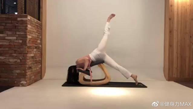 减肥瑜伽动作,帮助大家消除水肿,甩掉全身赘肉,轻轻松松瘦全身