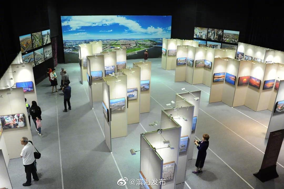 庆祝新中国成立七十周年暨滨海中关村发展纪实摄影展开展
