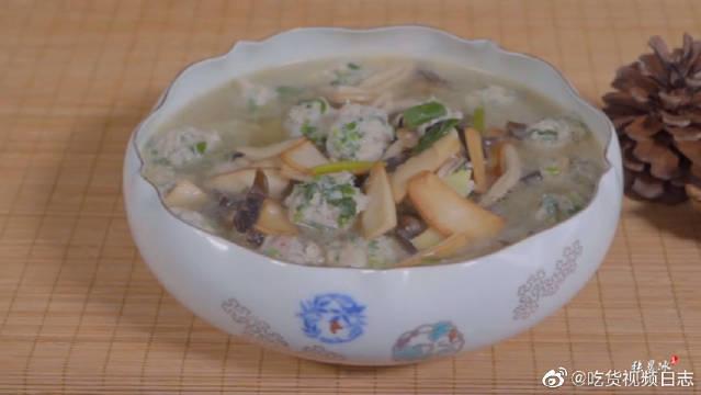 饭店大厨教做荠菜丸子,丸子鲜嫩有食欲,即营养又有颜值。