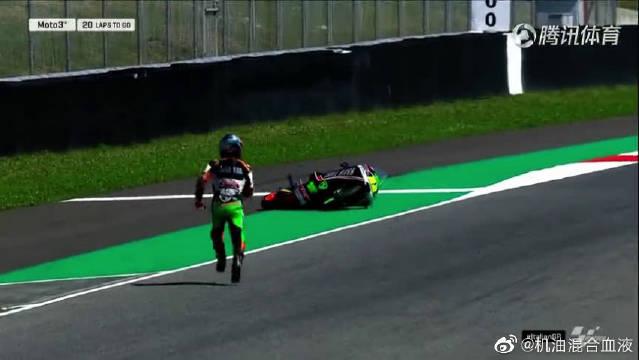 比赛第一圈轮胎不干了,日本选手赛车飞出赛道