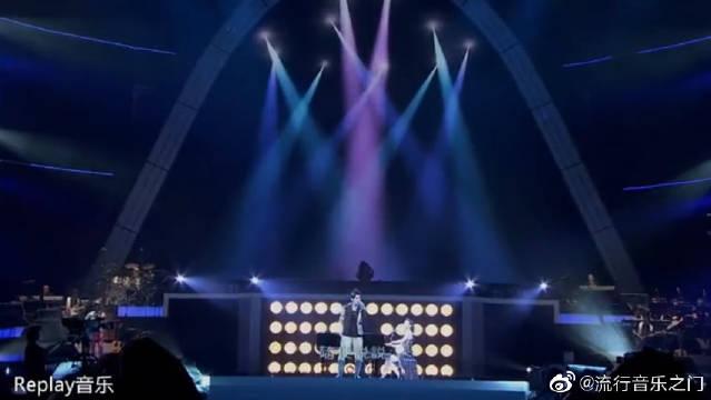 周杰伦、袁咏琳《黑色幽默》演唱会版,真的忍不住单曲循环好几遍!