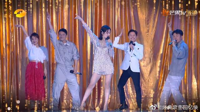 快乐家族又发新曲了!谢娜站C位领快乐家族齐唱《普通disco》
