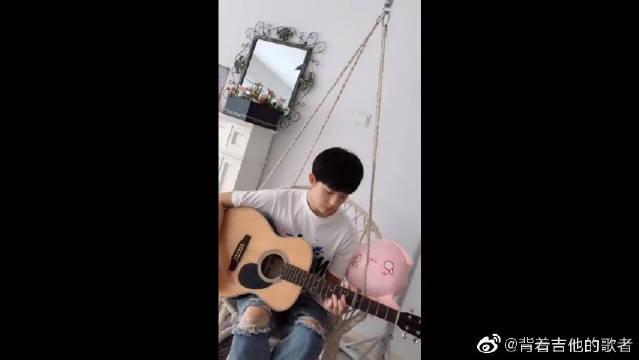李明德吉他弹唱李玖哲《夏天》,夏天是一个让人温暖的季节