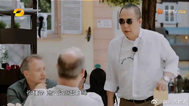 """还珠格格皇阿玛戴老花镜点餐,黄晓明""""重操旧业""""包贝尔受""""工伤"""""""